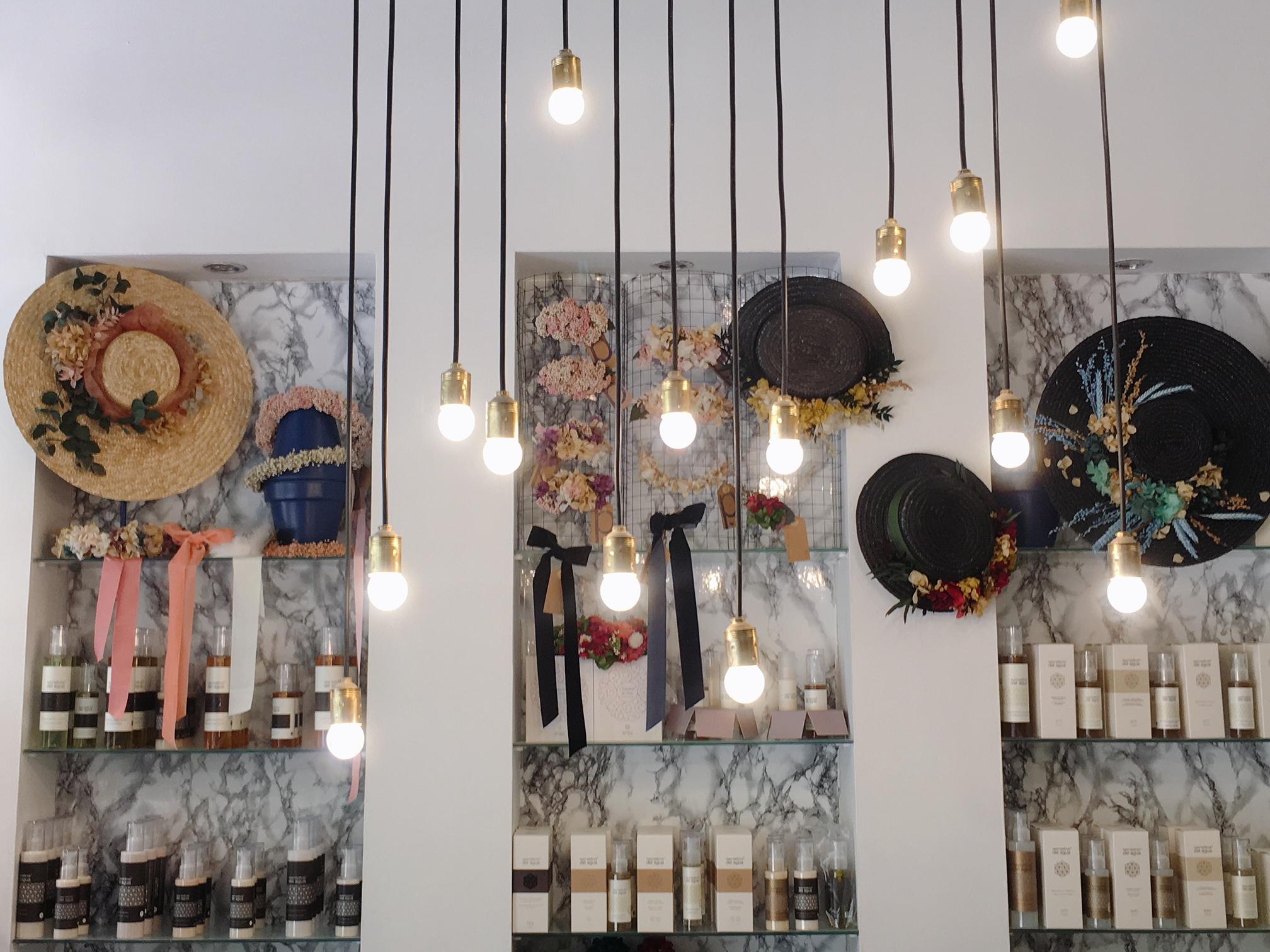 Tocados y complementos para el pelo para bodas y eventos d'azulcobalto en Atrezzo Peluqueria Zaragoza